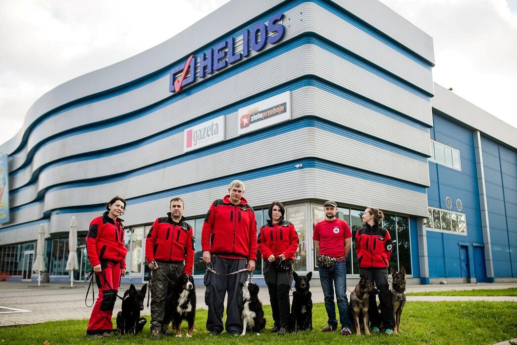 Pokaz psów ratowniczych w kinie Helios